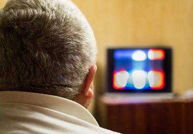 Terlalu Banyak Menonton TV Meningkatkan Risiko Terkena Kanker Kolorektal